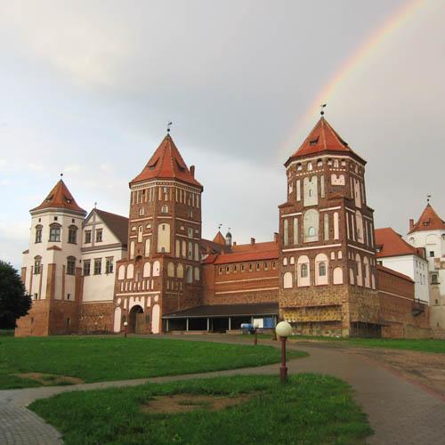 Есть дом 500 м.кв. в стиле замок, 24 км. от Москвы - dom zamok