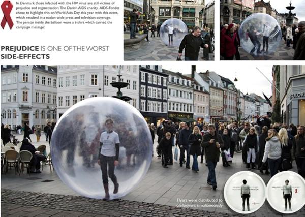 городская реклама - человек в шаре