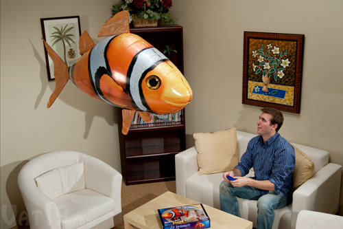 air-swimmers-clownfish-living-room