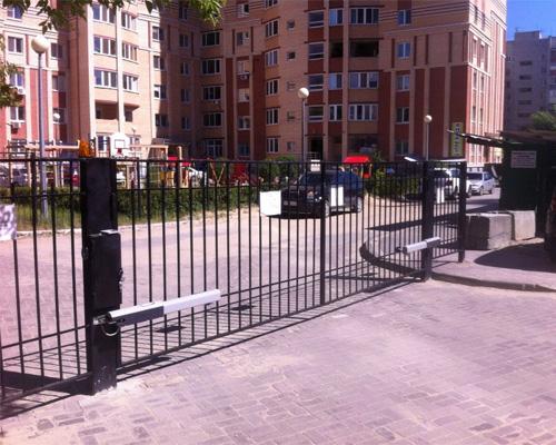 Охраняемая парковка на преддомовой территории ТСЖ - ogorogennyi_dvor