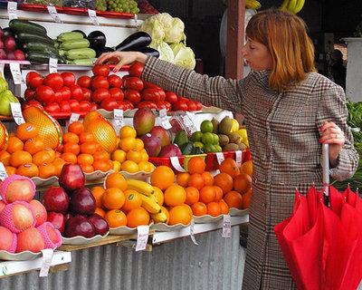 Торговля овощами и фруктами - torgovkya_ovoschami