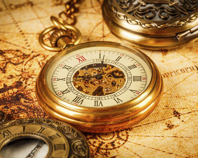В старинных часах есть золото и серебро.