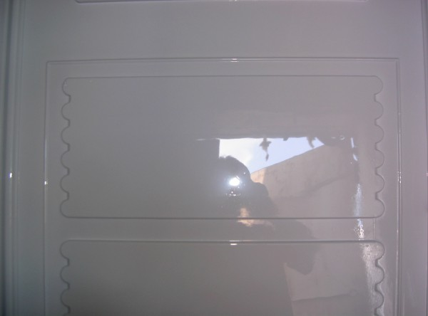 Это белый АБС пластик производства германии. Обратите внимание на глянец поверхности. Какая поверхность на форме, такой глянец будет и на изделии.
